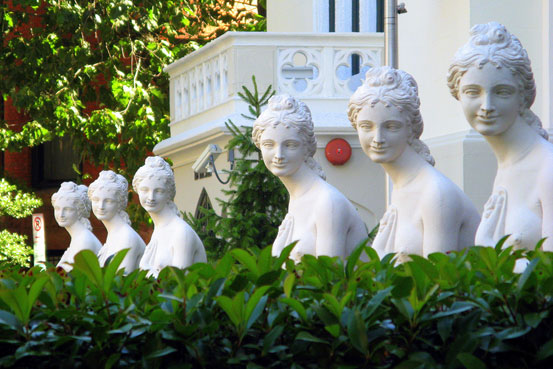 Statues at Hotel Rouge